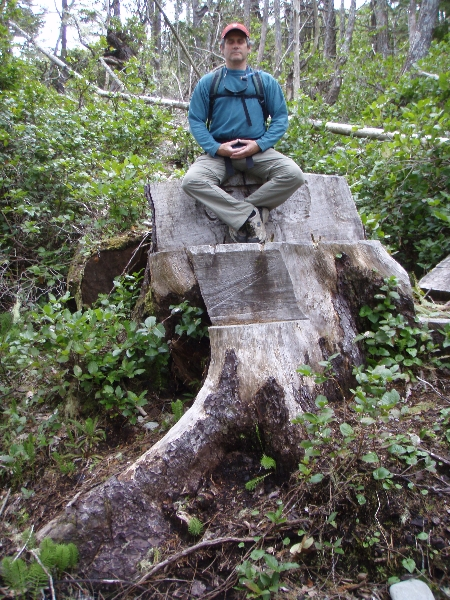Ian meditating along the Wild Pacific Trail in Ucluelet, B.C. (Photo by Jenny Feick)